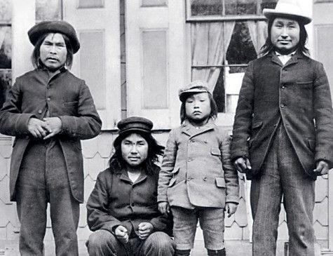 Minik (zweiter von rechts) in der Neuen Welt