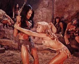Bikini-Schönheit der Frühzeitmenschen: Raquel Welch  (r.) im Einsatz