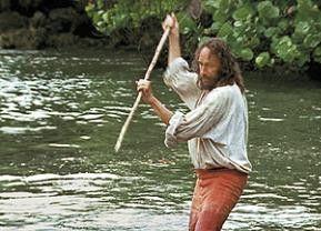 Robinson Crusoe (Pierre Richard) fischt im Trüben