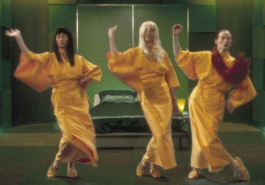 Ruby, Marine und Olive (alle dargestellt von Tilda Swinton) tanzen in ihrer virtuellen Welt