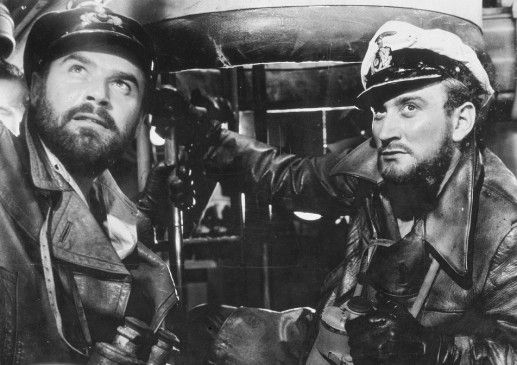 Prien (Dieter Eppler, r.) und Oberleutnant Birkeneck (Joachim Fuchsberger) erwarten nichts Gutes