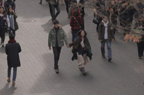 In der Anonymität der Großstadt - Lee Jeong-jin als Kang-Do und Jo Min-Su als Mi-Sun