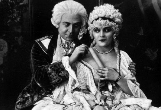 Ludwig XV. hat ein Auge auf die junge Gräfin Dubarry (Pola Negri) geworfen