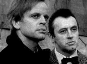 Die vielen Leichen sind aber nicht lustig! Klaus Kinski (l.) und Eddi Arent