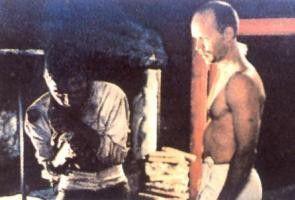 Kari Heiskanen (r.) gerät in die Wirren der  Oktoberrevolution