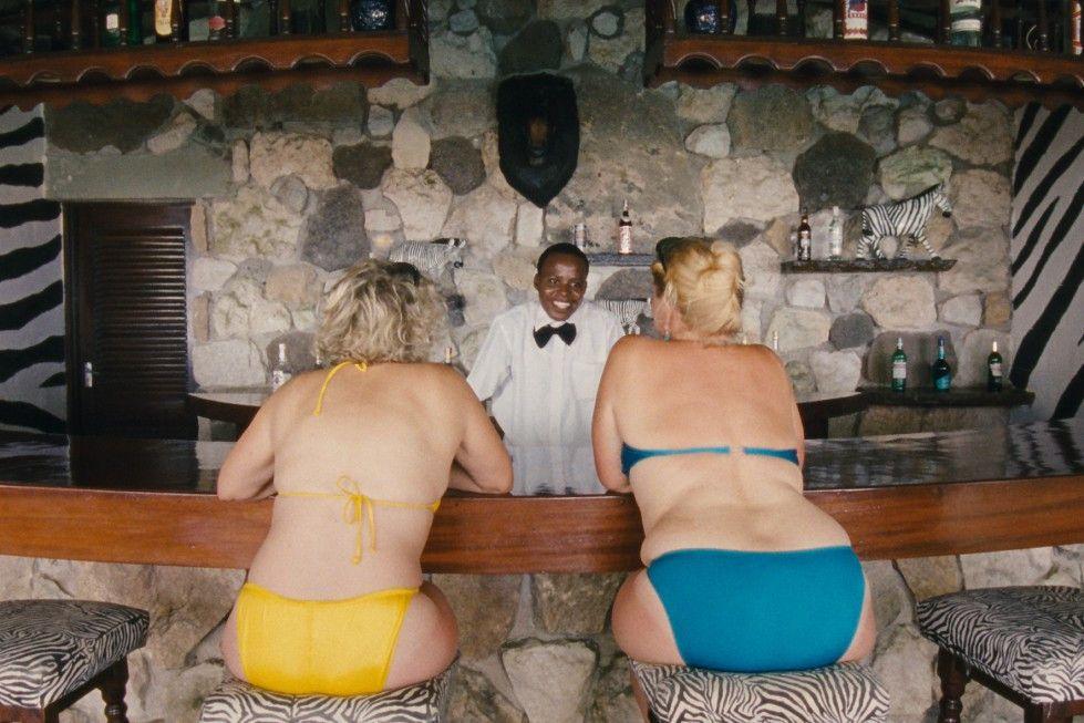 Touristinnen warten auf die Liebesdiener
