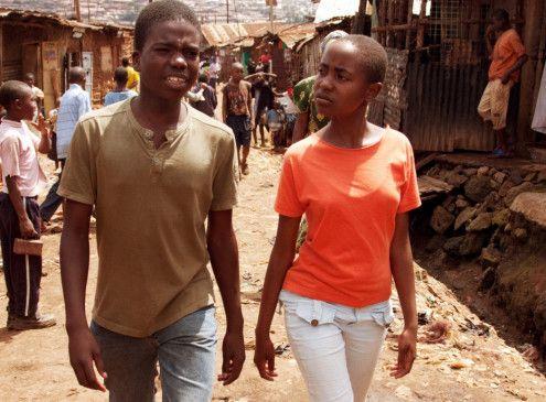 Auf der Suche nach Vaters Seele: Samson Odhiambo als Abila mit Leila Dayan Opollo als Shiku