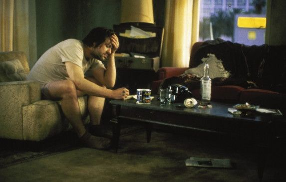 Mickey Rourke zeigt als Henry Chinaski eine seiner reifsten darstellerischen Leistungen