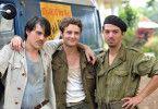 Die Freundschaft von Gérard (Clovis Fouin, l.), Philippe (Théo Frilet, M.) und Pedro (Adrien Saint-Jore) wird auf eine harte Probe gestellt, als sie nach Südvietnam eingezogen werden