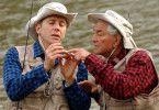 Junge, so lernst du das nie! Sam (Peter Falk, r.) gibt seinem Sohn Ben (Paul Reiser) Nachhilfe im Angeln