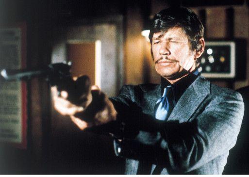 Paul Kersey (Charles Bronson) will sich nicht mehr auf die Polizei verlassen