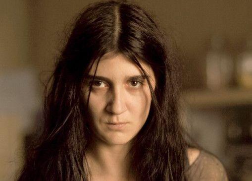 Nilofars (Diana Dobreva) Blick erzählt von einer schmerzhaften Vergangenheit