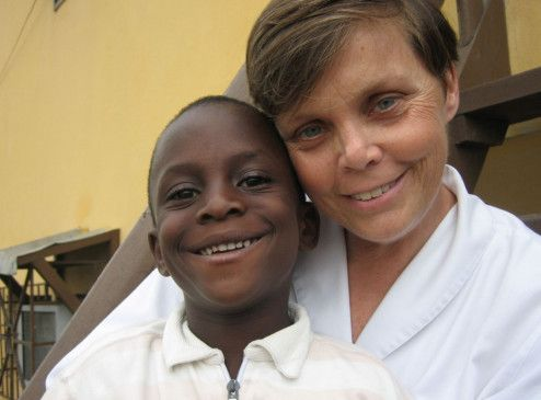 Hauptsache glücklich! Lotti Latrous in Afrika