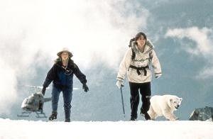 Der Schnee ist lästig! Thora Birch, Vincent Kartheiser und der kleine Eisbär