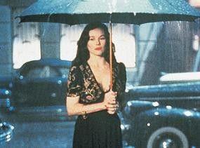 Im film noir ist es grundsätzlich zwei Uhr nachts und es regnet (Barbara Hershey)