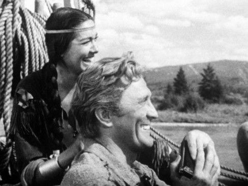 Die beiden haben Spaß: Kirk Douglas und Elizabeth Threatt