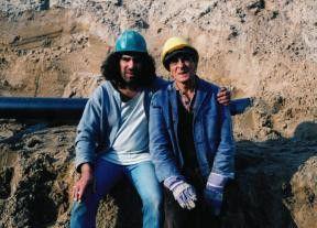 Zwei im Dreck: Hussi Kutlucan (links, mit Moutlak  Osman) schlägt sich als Bauarbeiter durch