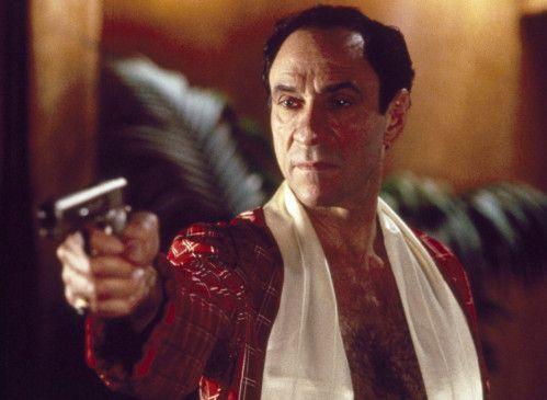 Al Capone (F. Murray Abraham) ist schnell mit der Knarre bei der Hand
