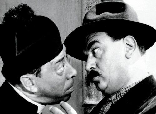Werden sie sich raufen? Don Camillo (Fernandel, l.) und Peppone (Gino Cervi)