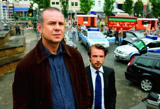 Wir werden den Täter schon schnappen! Joachim Król mit Lucas Gregorowicz (r.)