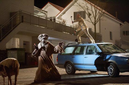Fasnachtstrubel Schweizer Art:  Sogar E.T. mischt kräftig mit