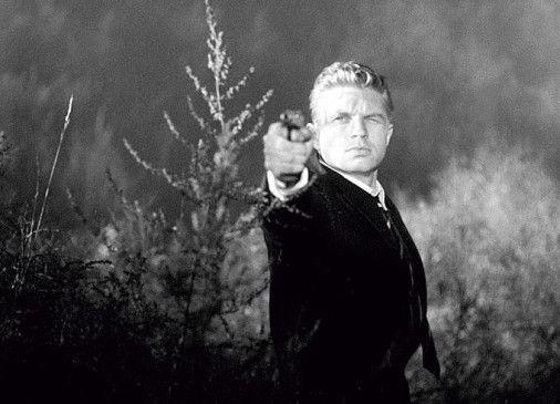 Hauptmann Fürstenwerth (Hardy Krüger) weiß sich zu wehren ...
