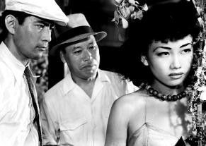 Na, ein schöner Rücken kann auch entzücken! Toshiro Mifune, Takashi Shimura und Keiko Awaji (v.l.)