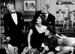 Der Krieg zieht auf! Katharine Hepburn (M.)   und Spencer Tracy (r.)
