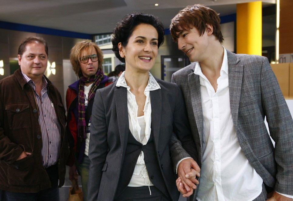 Die neue Chefin Susanne (Marie-Lou Sellem) hat sich schon gut eingelebt