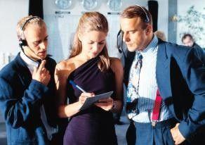 Hallo, hört ihr mich?  Jürgen Vogel (l.) mit Lisa Martinek und Heino Ferch
