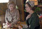Miss Marple (Geraldine McEwan, l.) und Tuppence Beresford (Greta Scacchi) rätseln über Adas Tod