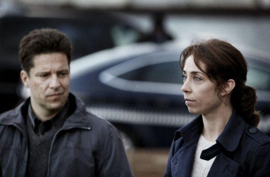 Kriminalassistent (Pelle Koppel) und Sarah Lund (Sofie Gråbøl) ermitteln in einem Mordfall