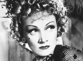 Glänzt als durchtriebene Bar-Sängerin: Marlene Dietrich