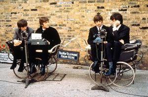 Die Beatles sind verzweifelt: Warum lassen wir uns  wie Babys behandeln?