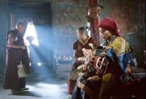 Ich werde das Kloster verlassen! Tashi (Shawn Ku, Foto r.) denkt nur noch über den Zeitpunkt nach
