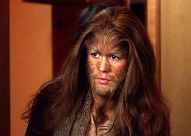 Wolfgirl (Victoria Sanchez) ist am ganzen Körper behaart