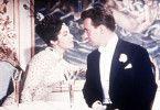 Rosalinde (Marianne Koch) flirtet mit Dr. Eisenstein (Peter Alexander)