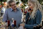 Maria (Eva Röse) und ihr Chef Thomas Hartman (Allan Svensson) entspannen sich auf einer Feier