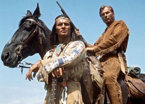 Die legendären Blutsbrüder Winnetou (Pierre Brice) und Old Shatterhand (Lex Barker)