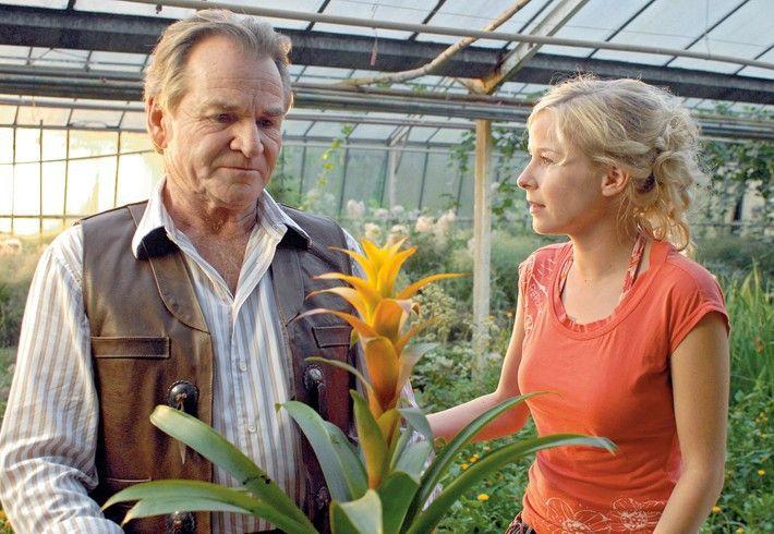 Gespräch mit der Tochter: Balthasar Pelkofer (Fritz Wepper) mit Maxi (Jasmin Schwiers)