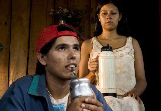 Tati (Ignacio Benitez, mit Paola Rotela) schmiedet Pläne ...
