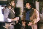 Kutscher Buck (John Schneider) und Marshal Curly Wilcox (Johnny Cash, r.) ahnen, was ihnen bevorsteht