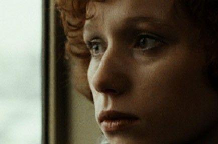 Karin (Christiane Heinrich) bricht aus ihrem bisherigen Leben aus