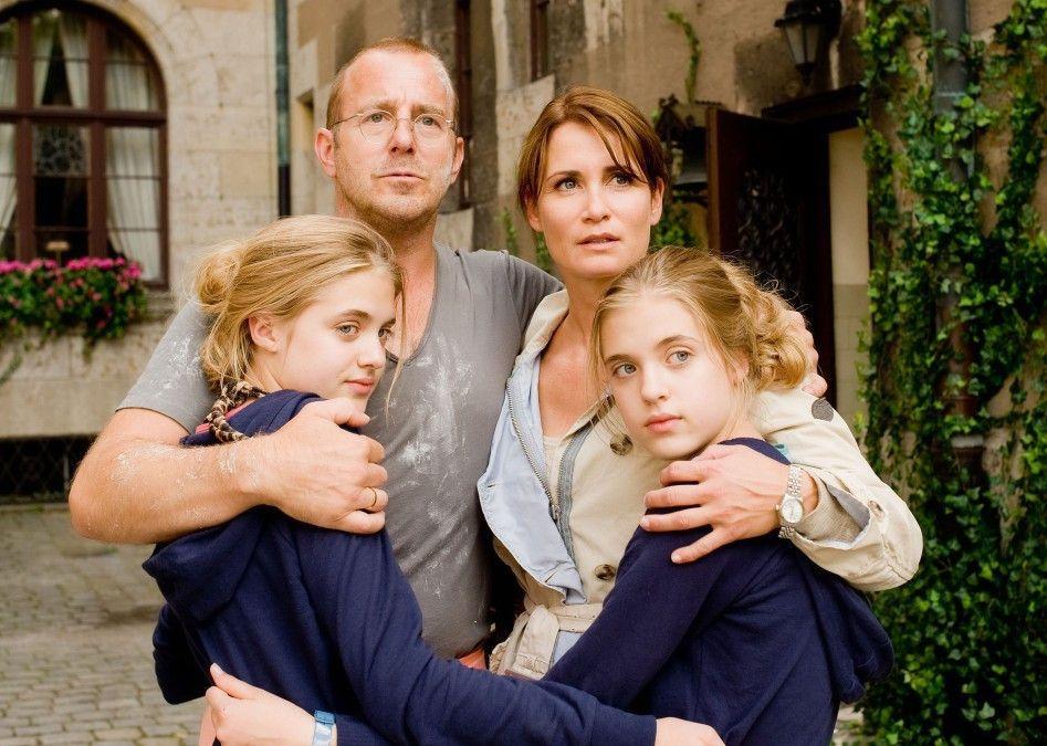 Machen auf traute Familie: Heino Ferch und Anja Kling mit den Zwillingen Sophia und Jana Münster