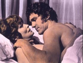Immer schön locker bleiben: Nicholas Clay und  Patricia Neal