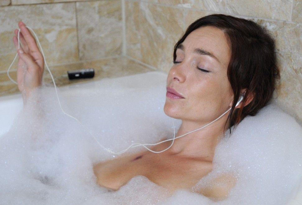 Noch ist Paartherapeutin Thea Schmitz (Aglaia Szyszkowitz) entspannt