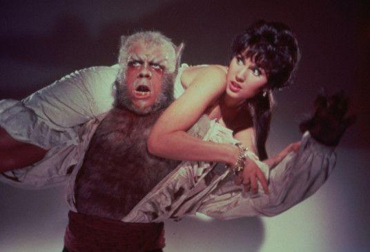 Bei Vollmond wird Leon (Oliver Reed) zum Werwolf