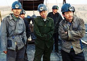 Irgend etwas stimmt hier nicht! Tang (Wang Shuangbao, r.) ist misstraurisch