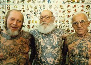 Drei Leben den Tattoos: Herbert, Albert und Karlmann (v.l.)