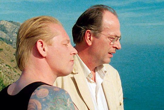 Der betrogene Ehemann (Herbert Knauo, r.) und der Nebenbuhler (Ben Becker)